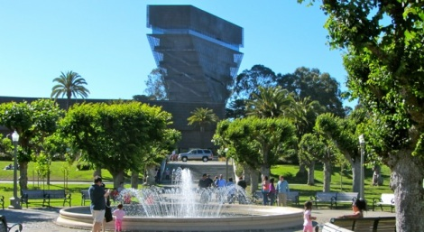 Beautiful park surrounding the California Academy of Sciences