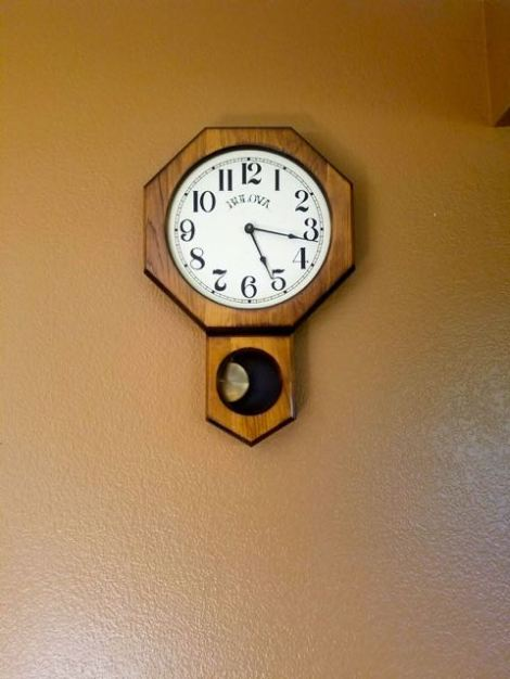 Image of old fashioned clock on the wall